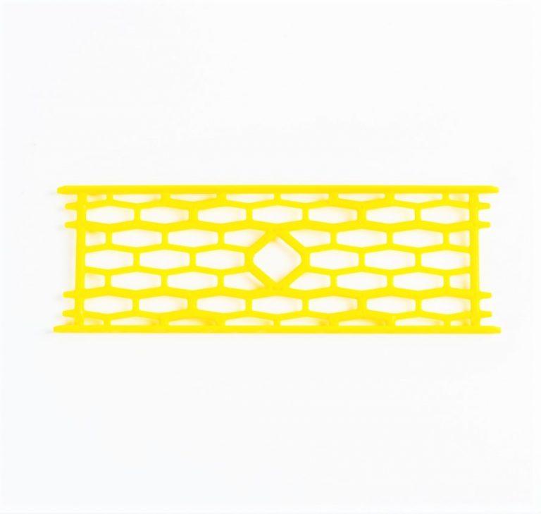 MAD CARP  Drabinka do zestawów nr1 żółta. Mocna drabinka wykonana z poliestru w kolorze zółtym do przechowywania gotowych zestawów karpiowych oraz przyponów. Wymiary 15cm x 5cm.
