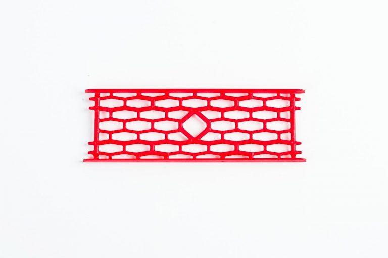 MAD CARP  Drabinka do zestawów nr1 czerwona. Mocna drabinka wykonana z poliestru w kolorze czerwonym do przechowywania gotowych zestawów karpiowych oraz przyponów. Wymiary 15cm x 5cm.