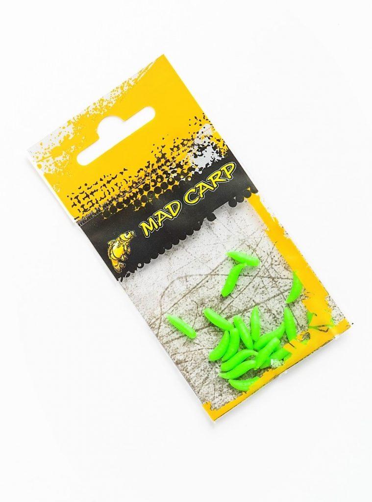 MAD CARP  Sztuczny Robak Zielony.Kolor zielony. Wykonany z gumy najwyższej jakości (ENSOFT SX-300-10A-D2-000) . Sztuczny robak pływający, idealny do wszystkich metod gruntowych. Do złudzenia przypomina naturalne czerwie owadów. Idealnie wchłania i długo utrzymuje dipy , boostery , itp. . Przydatny wszędzie tam gdzie chcemy by nasza przynęta nie zniknęła w roślinności lub mule. Najlepsze efekty daje gdy się go zadipuje i zaprezentuje na haczyku razem z innymi , również naturalnymi przynętami. Doskonały do połowu pstrąga. Rozmiar 11mm-12mm. 20 sztuk w opakowaniu.