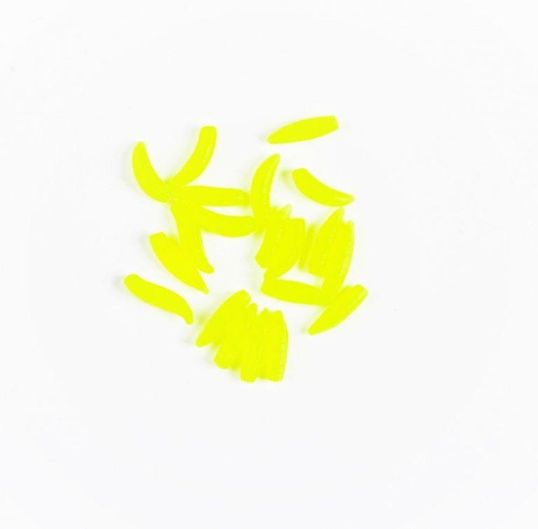 MAD CARP  Sztuczny Robak Żółty FLUO. Kolor  żółty fluorescencyjny . Wykonany z gumy najwyższej jakości (ENSOFT SX-300-10A-D2-000). Sztuczny robak pływający, idealny do wszystkich metod gruntowych. Do złudzenia przypomina naturalne czerwie owadów. Idealnie wchłania i długo utrzymuje dipy , boostery , itp. . Przydatny wszędzie tam gdzie chcemy by nasza przynęta nie zniknęła w roślinności lub mule. Najlepsze efekty daje gdy się go zadipuje i zaprezentuje na haczyku razem z innymi , również naturalnymi przynętami. Doskonały do połowu pstrąga. Rozmiar 11mm-12mm. 20 sztuk w opakowaniu.