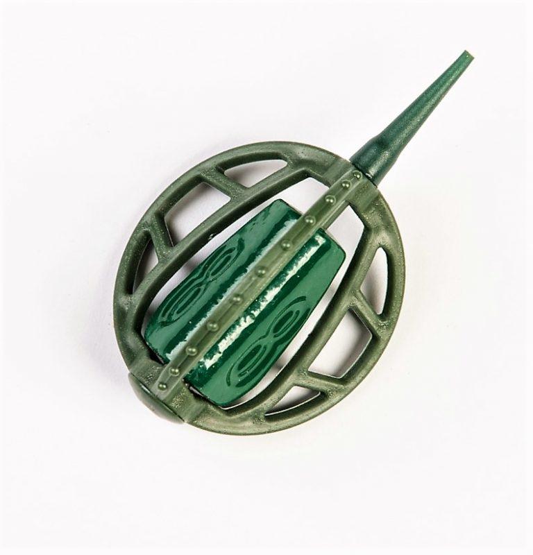 MAD CARP   Koszyczek Method Classic Duży 75gr. Dwudziestoletnie doświadczenie w produkcji akcesoriów wędkarskich, pozwoliło nam na stworzenie wyjątkowego produktu. Wykonany z najlepszej jakości materiałów ( polipropylen ,  ołów malowany proszkową farbą ) produkt spełni wszystkie państwa oczekiwania. Zaletą naszego koszyka jest trzyramienna konstrukcja i asymetryczny kształt ciężarka , dzięki któremu wiemy jak zestaw ustawi się w wodzie. Na jednym ramieniu koszyka znajdują sie specjalne wypustki ,  które po zarzuceniu zestawu będą zawsze na górze – co wskazuje gdzie wbić haczyk , tak aby koszyczek go nie przygniótł. Ponadto konstrukcja 3D doskonale utrzyma zanętę , podczas zarzucania zestawu. Zaletą tego koszyka jest jego waga 75gr , dzięki której może być on z powodzeniem używany na rzece.