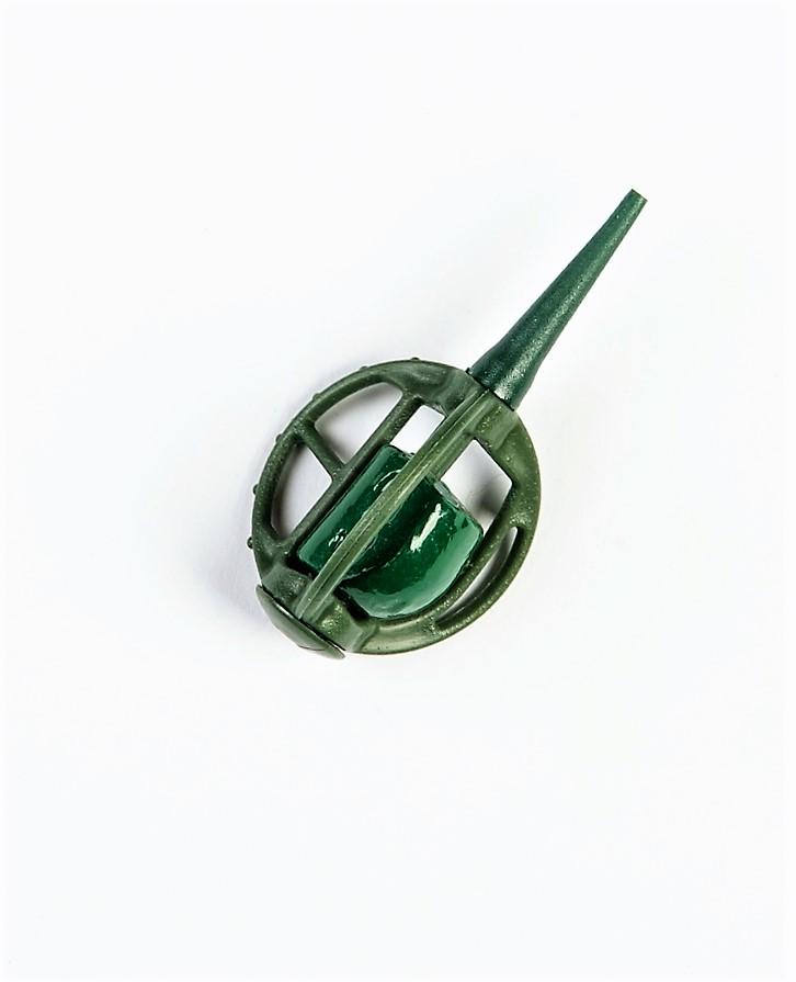 MAD CARP   Koszyczek Method Classic Mały 23gr. Dwudziestoletnie doświadczenie w produkcji akcesoriów wędkarskich, pozwoliło nam na stworzenie wyjątkowego produktu. Wykonany z najlepszej jakości materiałów ( polipropylen ,  ołów malowany proszkową farbą ) produkt spełni wszystkie państwa oczekiwania. Zaletą naszego koszyka jest trzyramienna konstrukcja i asymetryczny kształt ciężarka , dzięki któremu wiemy jak zestaw ustawi się w wodzie. Na jednym ramieniu koszyka znajdują sie specjalne wypustki ,  które po zarzuceniu zestawu będą zawsze na górze – co wskazuje gdzie wbić haczyk , tak aby koszyczek go nie przygniótł. Ponadto konstrukcja 3D doskonale utrzyma zanętę , podczas zarzucania zestawu.