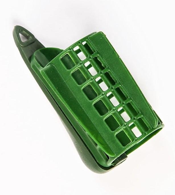 MAD CARP Koszyk zanętowy 30X50  feeder  nr 1. Wymiary 30mm x 50mm.Koszyki wykonane są z trwałego , niepękającego plastiku , którym pokryty jest także ciężarek.  Znakomicie utrzymują zanętę , stopniowo uwalniając ją do wody. Koszyki większych rozmiarów , doskonale sprawdzą się także na rzece. Dodatkowo wyposażone są w rurkę , która zabezpiecza zestaw przed splątaniem żyłki.