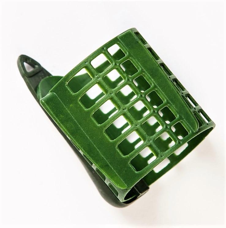 MAD CARP Koszyk zanętowy 50X50  feeder  nr 1. Wymiary 50mm x 50mm.Koszyki wykonane są z trwałego , niepękającego plastiku , którym pokryty jest także ciężarek.  Znakomicie utrzymują zanętę , stopniowo uwalniając ją do wody. Koszyki większych rozmiarów , doskonale sprawdzą się także na rzece. Dodatkowo wyposażone są w rurkę , która zabezpiecza zestaw przed splątaniem żyłki.
