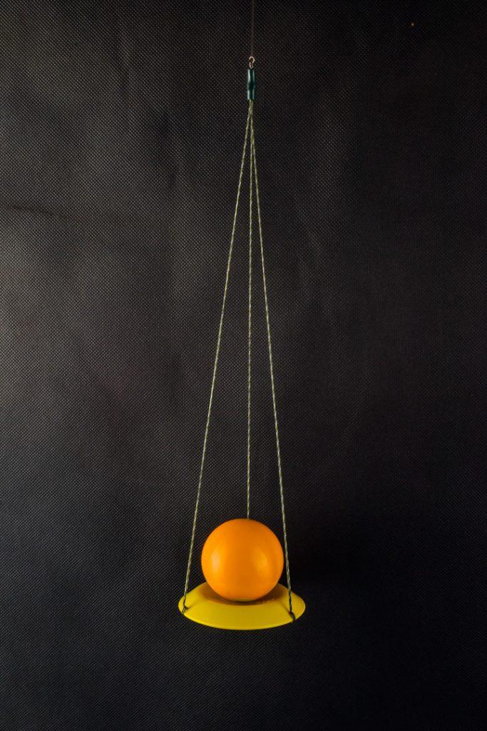 MAD CARP  Katapulta do kul zanętowych. Tani, prosty i solidnie wykonany przyrząd służący do wyrzutu na dalszą odległość kul zanętowych.