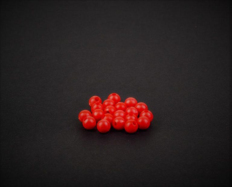 MAD CARP  Koraliki zderzakowe. Przekrój 6 mm. Kolor czerwony. Koraliki wykonane z gumy (ENSOFT SX-300-15A-D2-000), idealne do zabezpieczania węzłów. 20 sztuk w opakowaniu.