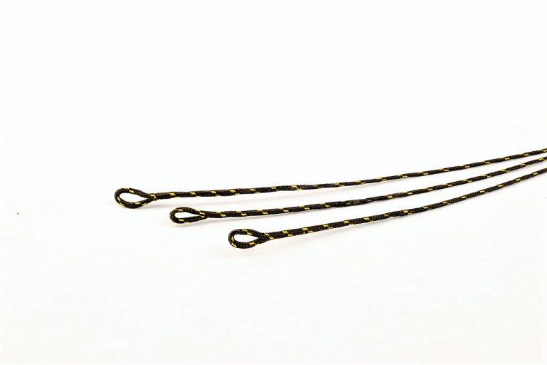 MAD CARP  Leadcore dwie pętle. Długość – 58 cm. Materiał przyponowy z ołowianym rdzeniem i dwoma pętlami . Niezastąpiony do samodzielnego wykonania   szybkotonących zestawów karpiowych.  Dwie wersje kolorów: splot brązowo-czarny i splot zielono-czarny. Każdy z nich  ma wytrzymałośc 45 lbs ( 20,41 kg ). 3 sztuki  zestawie.