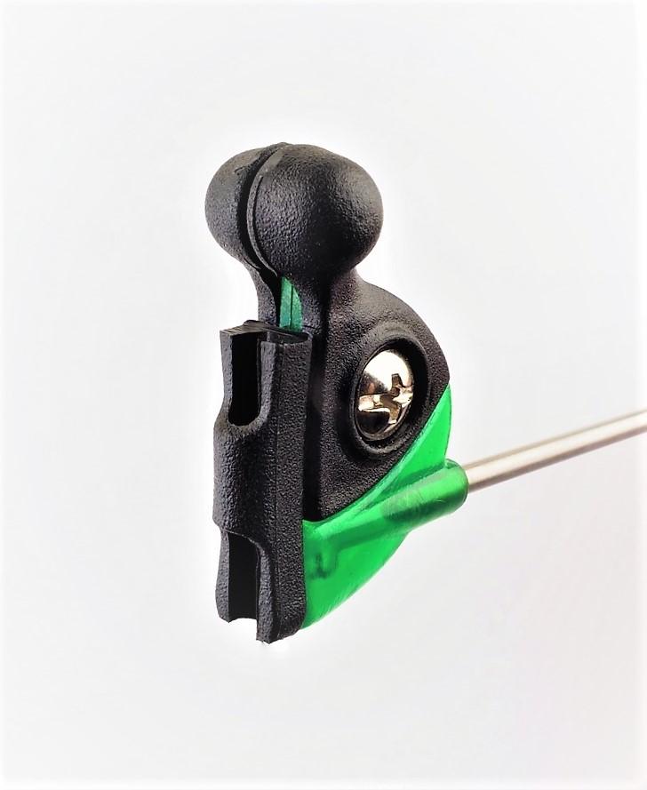 MAD CARP  Sygnalizator brań z kulkami magnetycznymi. Kolor  zielony . Swinger